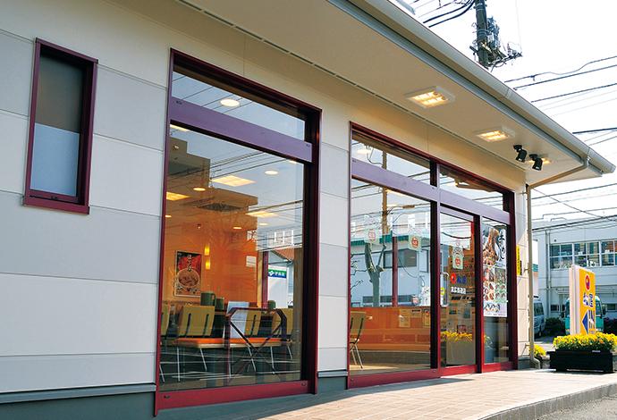 バリアフリー設計の店舗